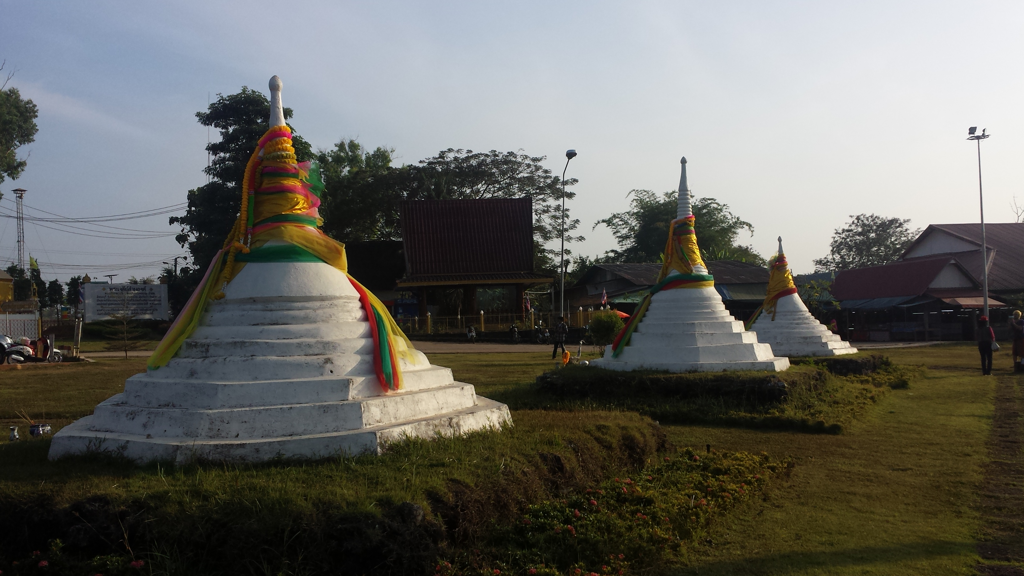 THAILAND: Kanchanaburi and Sangklaburi  We are lost